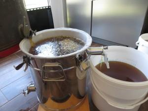 Überlaufprinzig beim Honigschleudern