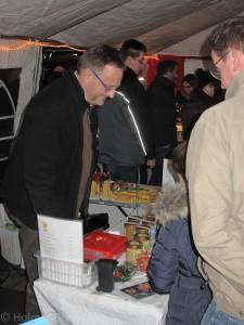 Weihnachtsmarkt auf dem Riedberg 2015 mit Matthias Adler von den Riedberg-Imkern