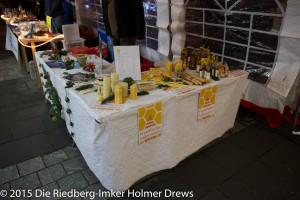 Stand der Riedberg-Imker und des Frankfurter Imkervereins. Der Honig ist bis auf zwei Gläser ausverkauft.