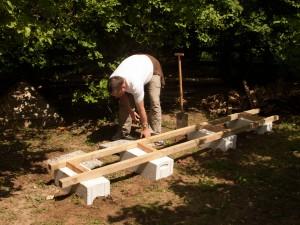 Aufbau des Unterbaus für die künftigen Bienenwohnungen